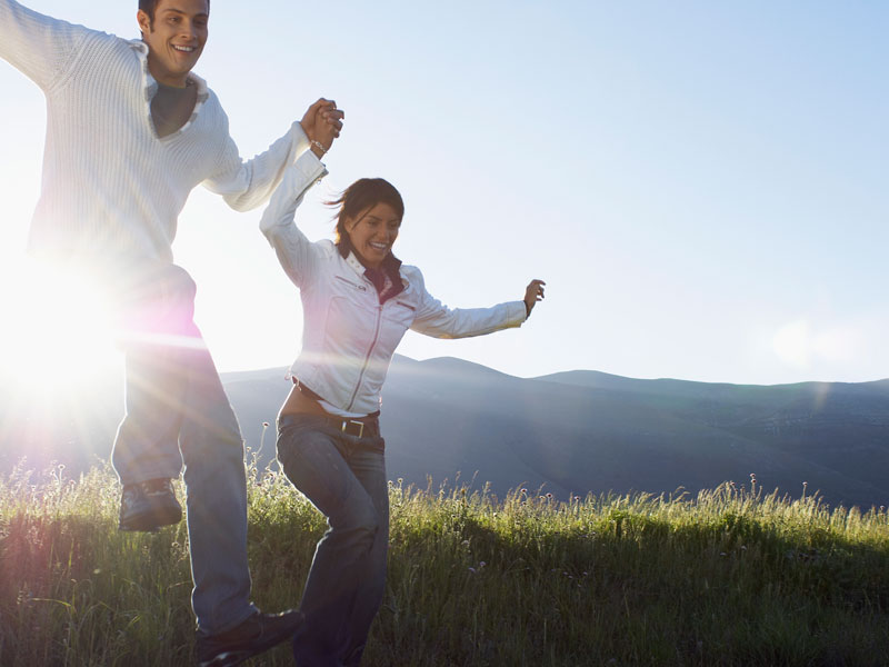 couple jumping for joy having discovered solar power energy savings